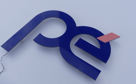 Enseigne Lumineuse 92 - tôle tablette avec lettres ajourées gamme lettres plates